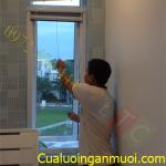 Cửa lưới chống muỗi tự cuốn dành cho ngôi nhà hẹp